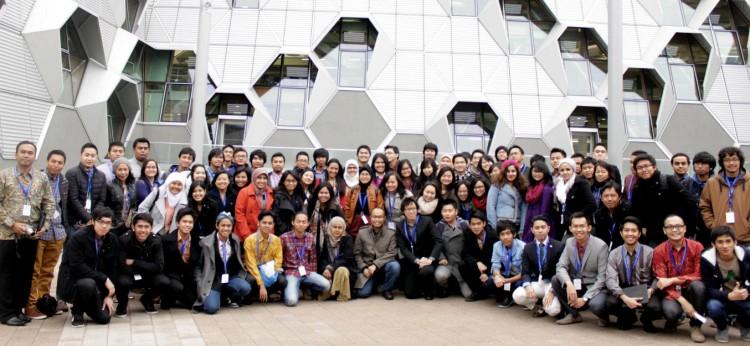 """artikel 2013-04-02 :: Berjumpa Dengan Keluarga Indonesia - upaya """"membumikan diri"""" di negeri orang :: Zahrah Zubaidah"""